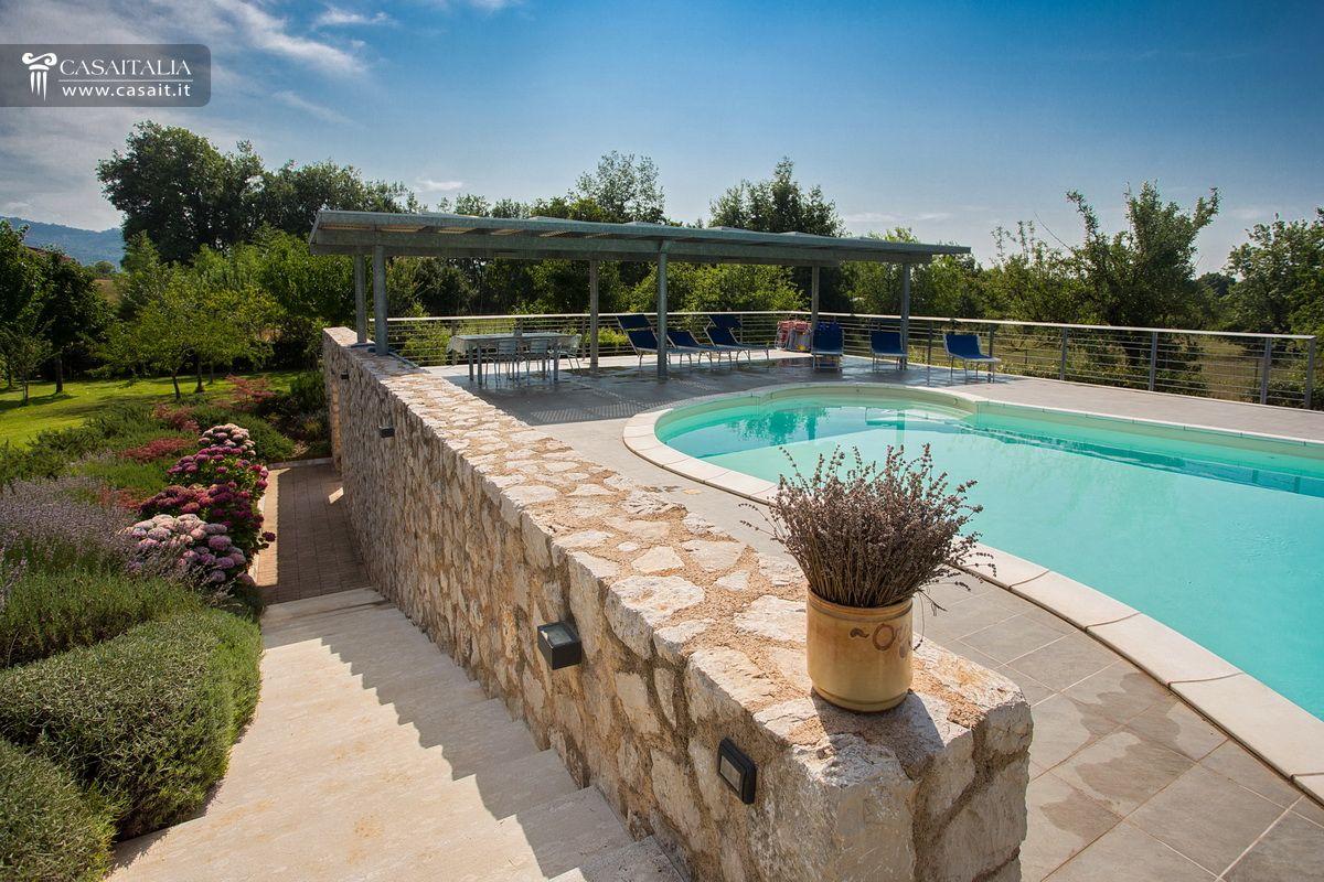 Villa con piscina in vendita a frosinone for Piscina 80 mq