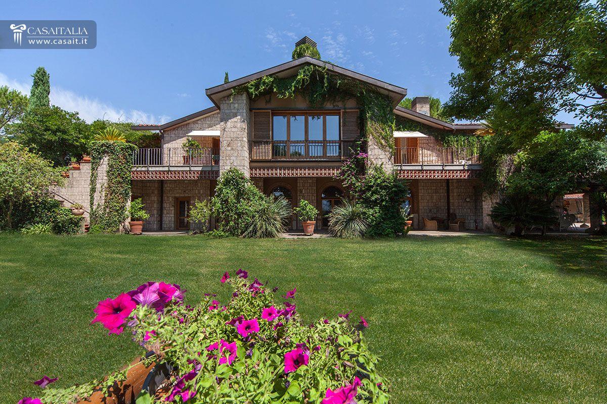 Villa con piscina vigneto e uliveto in vendita a 3 km da for Vendita case a roma da privati
