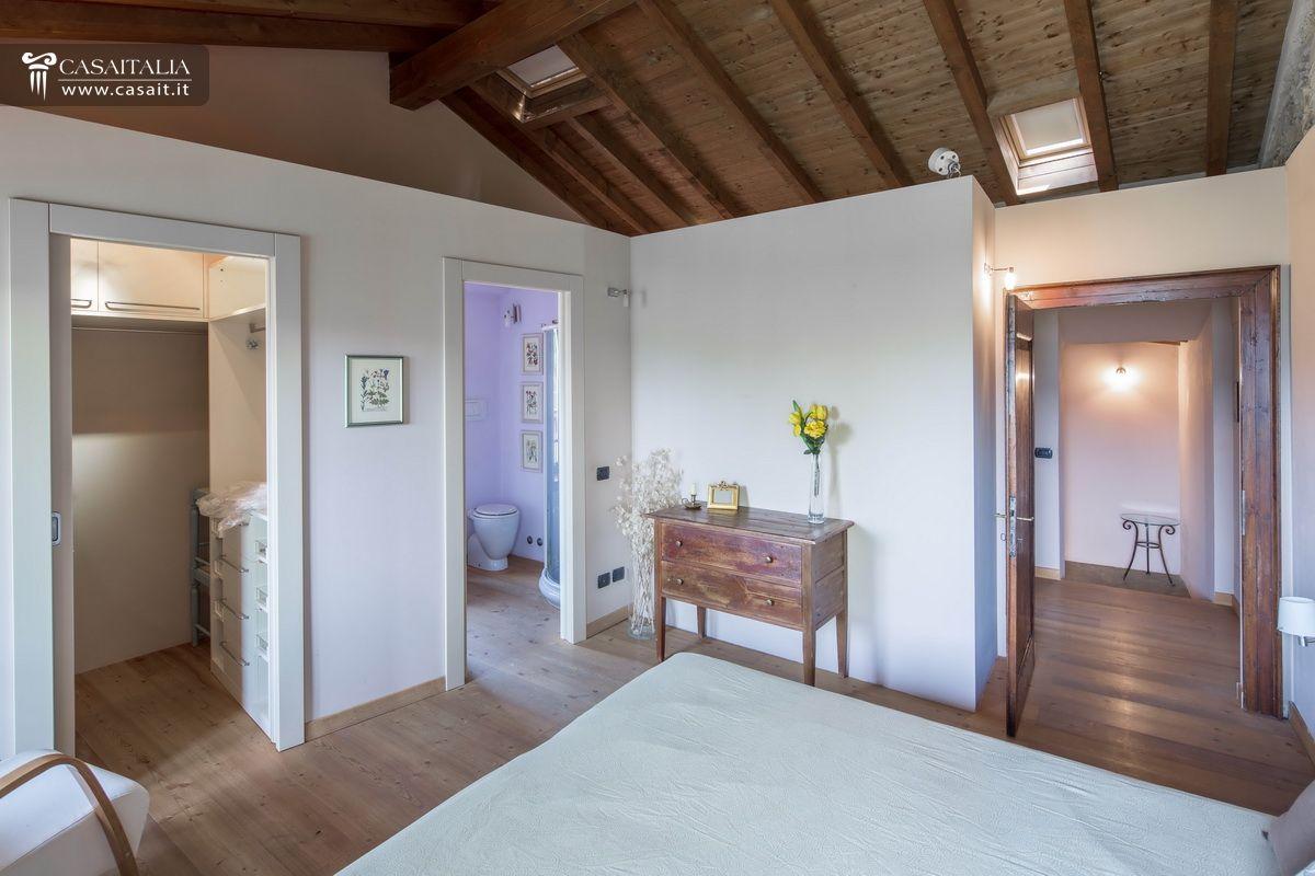 Appartamento in rustico ristrutturato a 15 km da bergamo for Appartamenti arredati in affitto milano