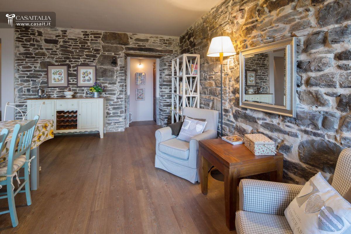 Appartamento in rustico ristrutturato a 15 km da bergamo for Salotto rustico
