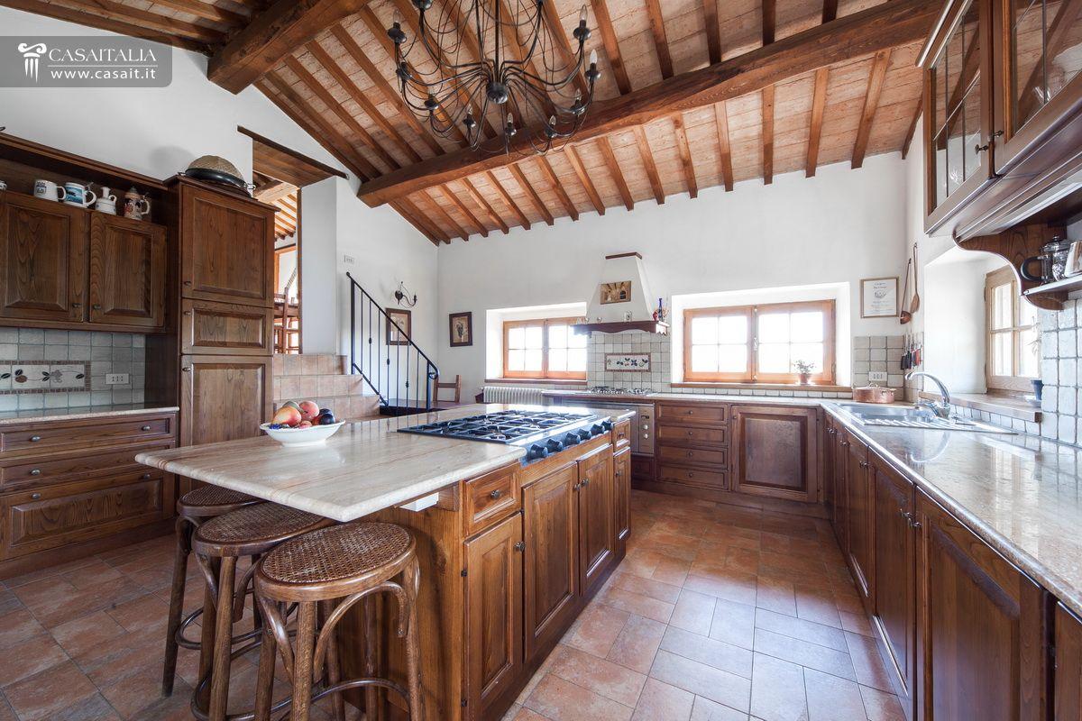 Casale in vendita nella valle del niccone con piscina for Planimetrie della cabina del lago con soppalco