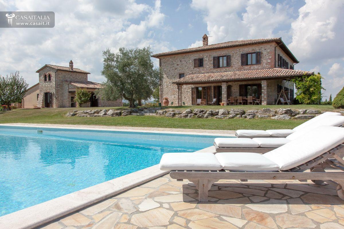Casale tipico con uliveto in vendita a todi - Hotel con piscina umbria ...
