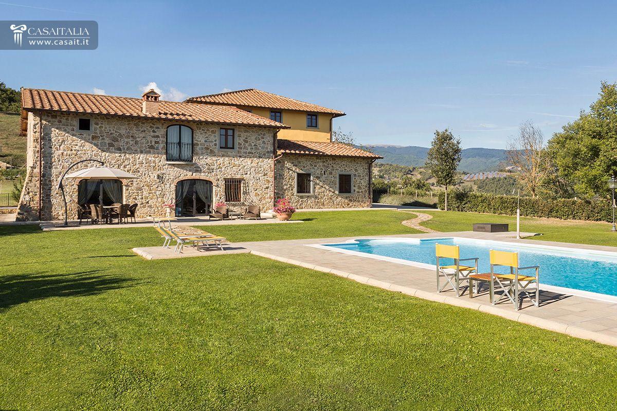 Casale con 2 dependance e 30 ha di terreno in vendita in for Vendita case a roma da privati