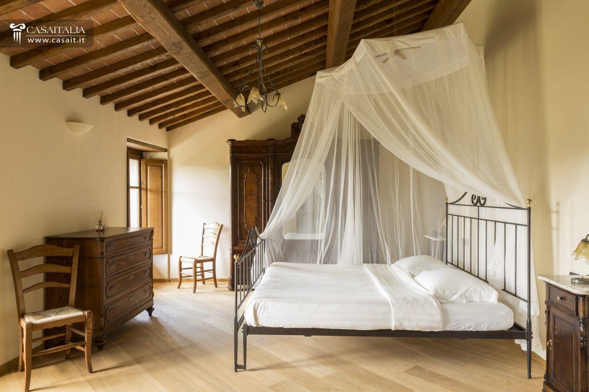 casale con 2 dependance e 30 ha di terreno in vendita in toscana - Soggiorno Di Lusso Toscana 2