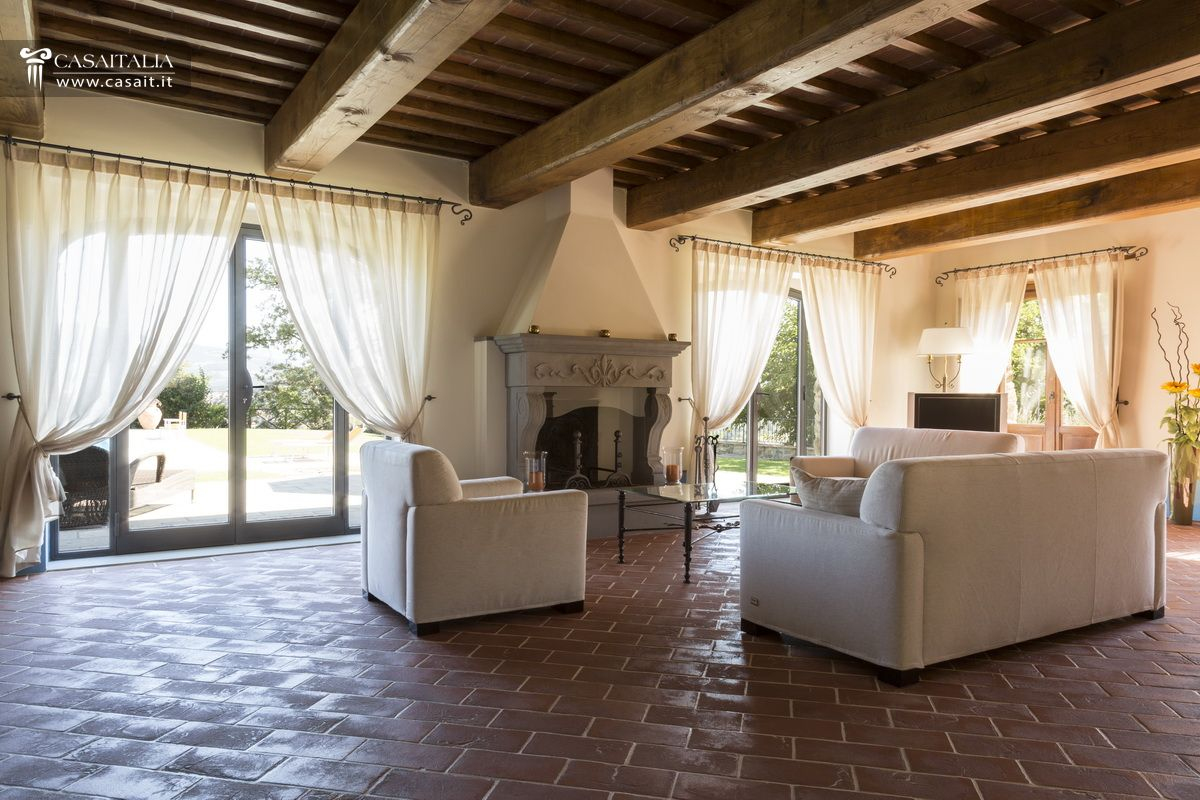 Casale con 2 dependance e 30 ha di terreno in vendita in Toscana