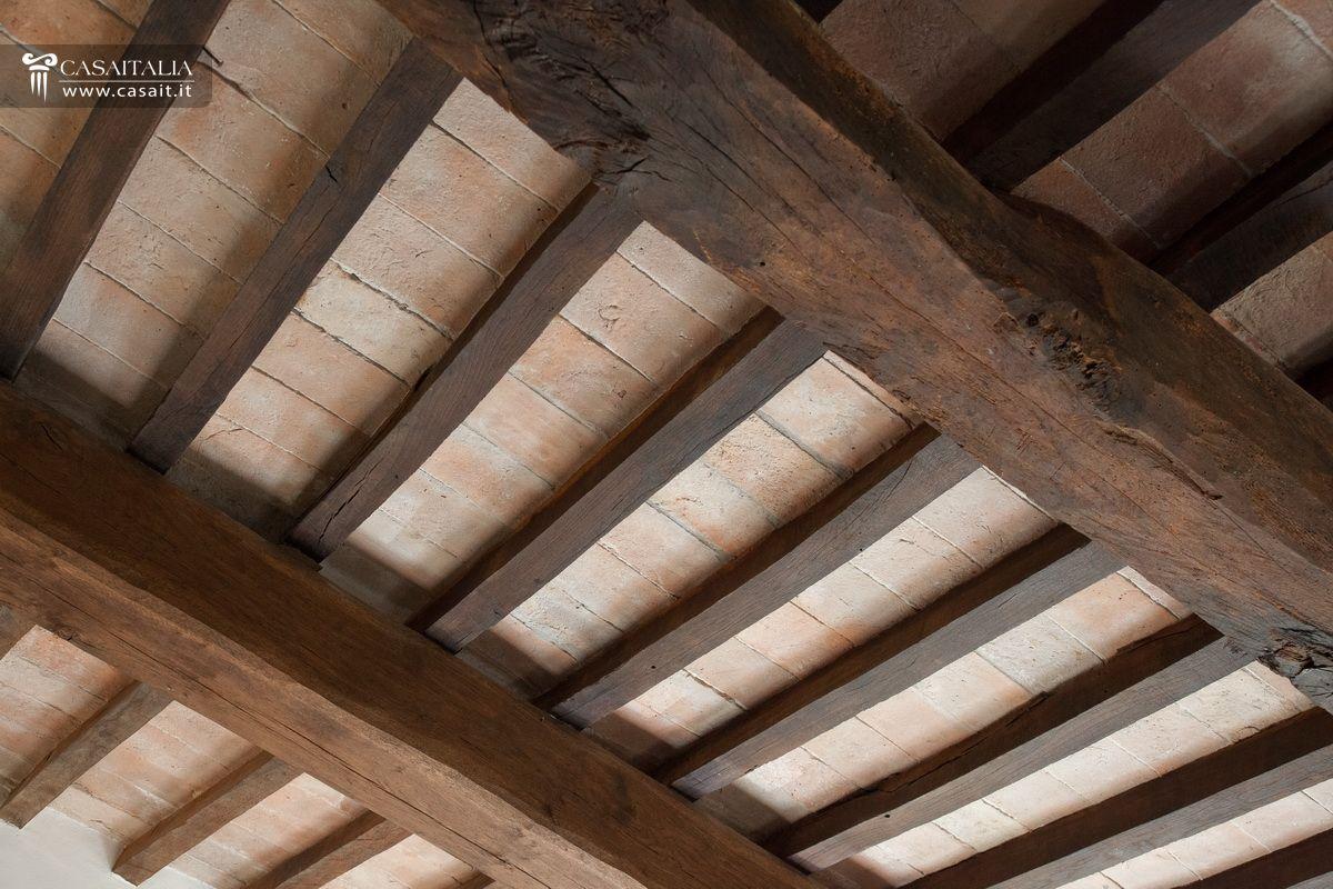 Fissare travi in legno al soffitto design casa creativa for Planimetrie di pontili e travi
