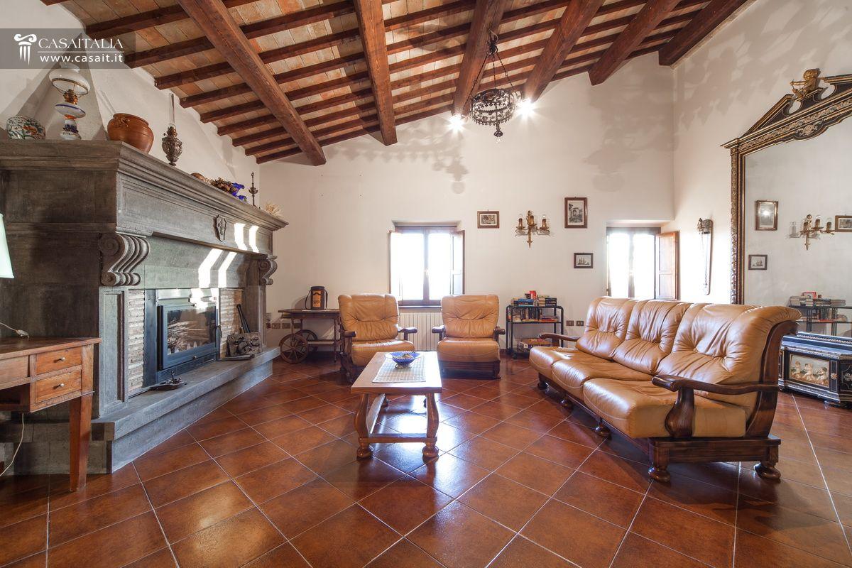 Arredamento soggiorno con camino salotto moderno con - Soggiorno con camino ...