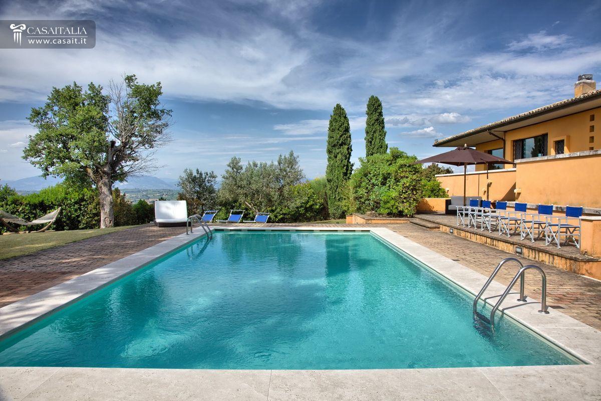 Villa con piscina in vendita a 9 km da montefalco - Hotel con piscina umbria ...
