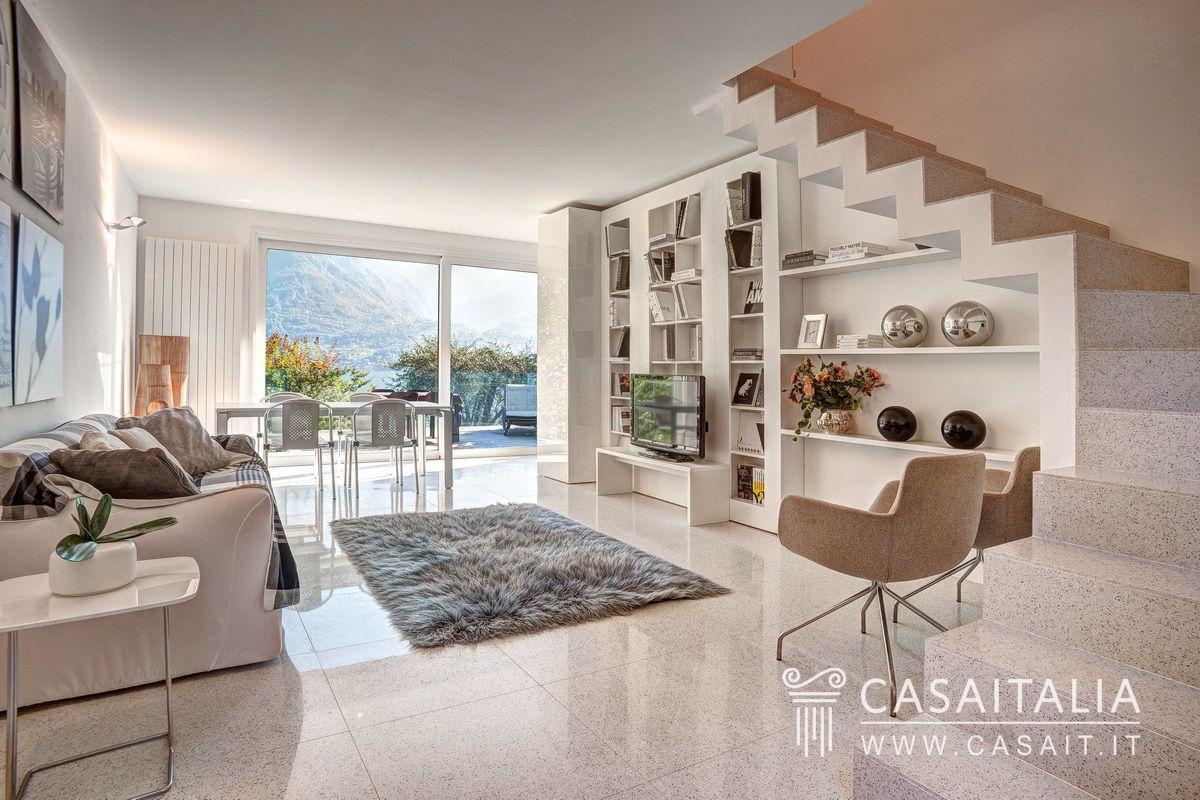 Ville sul mare e sui laghi in vendita for Case moderne lusso