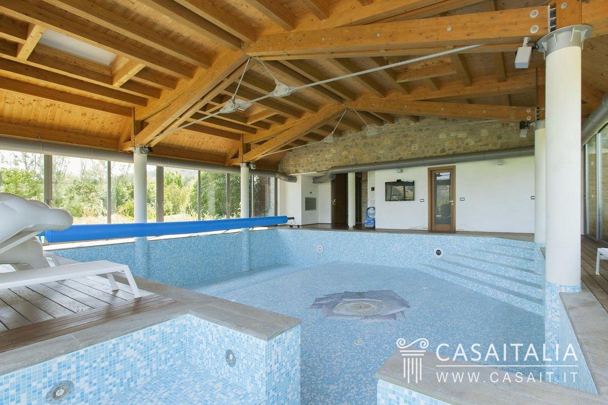 Villa con piscina in vendita sulle colline emiliane for Case california in vendita con piscina