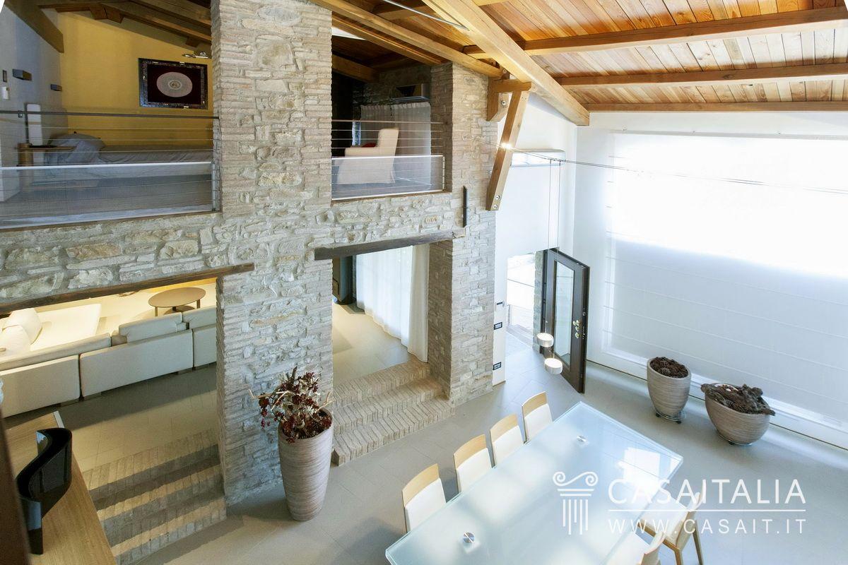 Villa con piscina in vendita sulle colline emiliane for Progetti architettonici in vendita