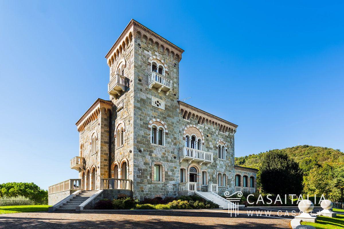 Villa con dependance in vendita tra le colline di conegliano for Ville lusso italia