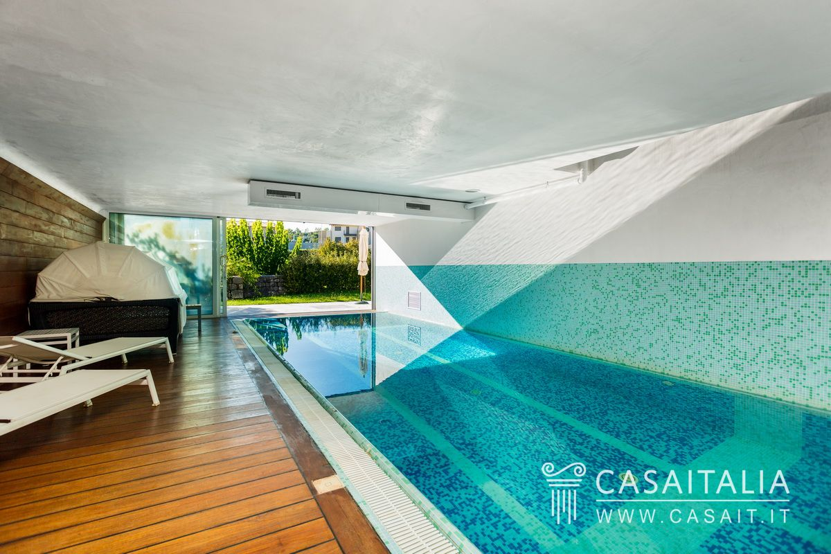 Piscine da giardino coperte for Piccoli piani di casa con piscina coperta