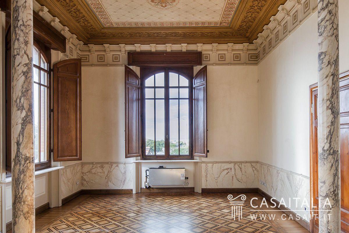Villa liberty vista mare a viareggio for Case in stile artigiano in vendita in california