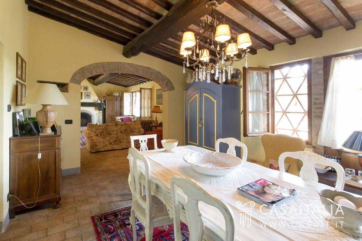 Casale in vendita sulle colline di san gimignano for Interni di casali ristrutturati
