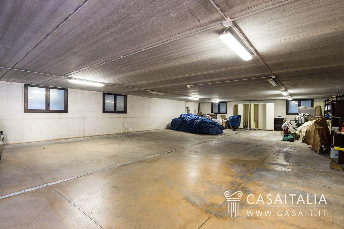 Villa d 39 epoca in vendita a 20 km da verona - Garage interrato ...