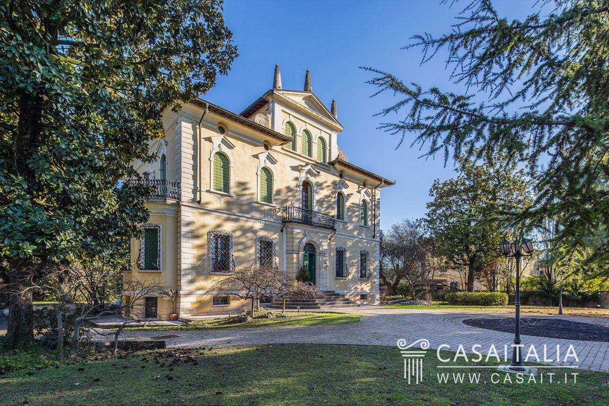 Villa D Epoca In Vendita A 20 Km Da Verona