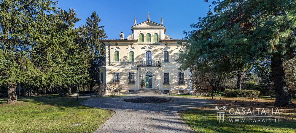 Lucca Villa Antica In Vendita