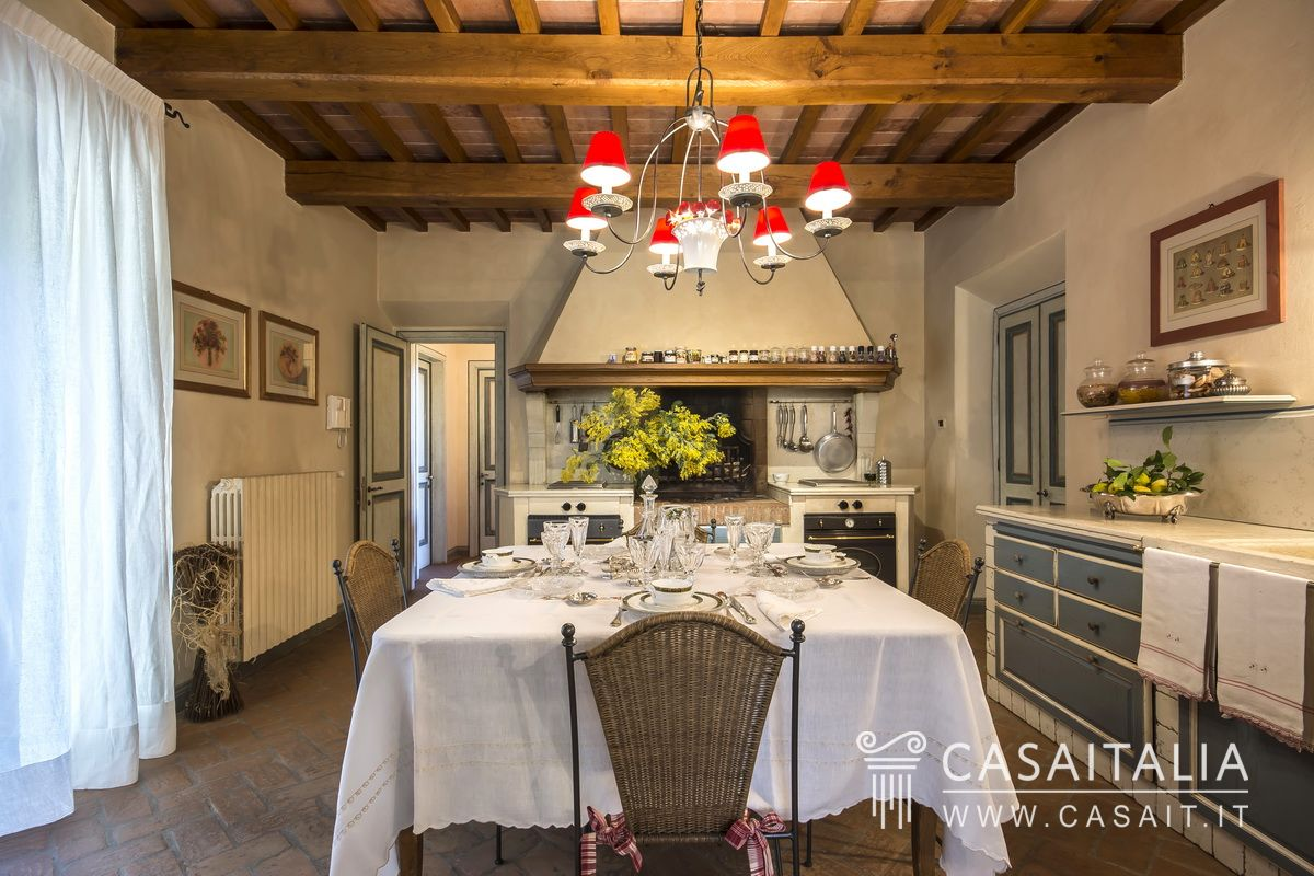 Casale Con Uliveto In Vendita A Vinci