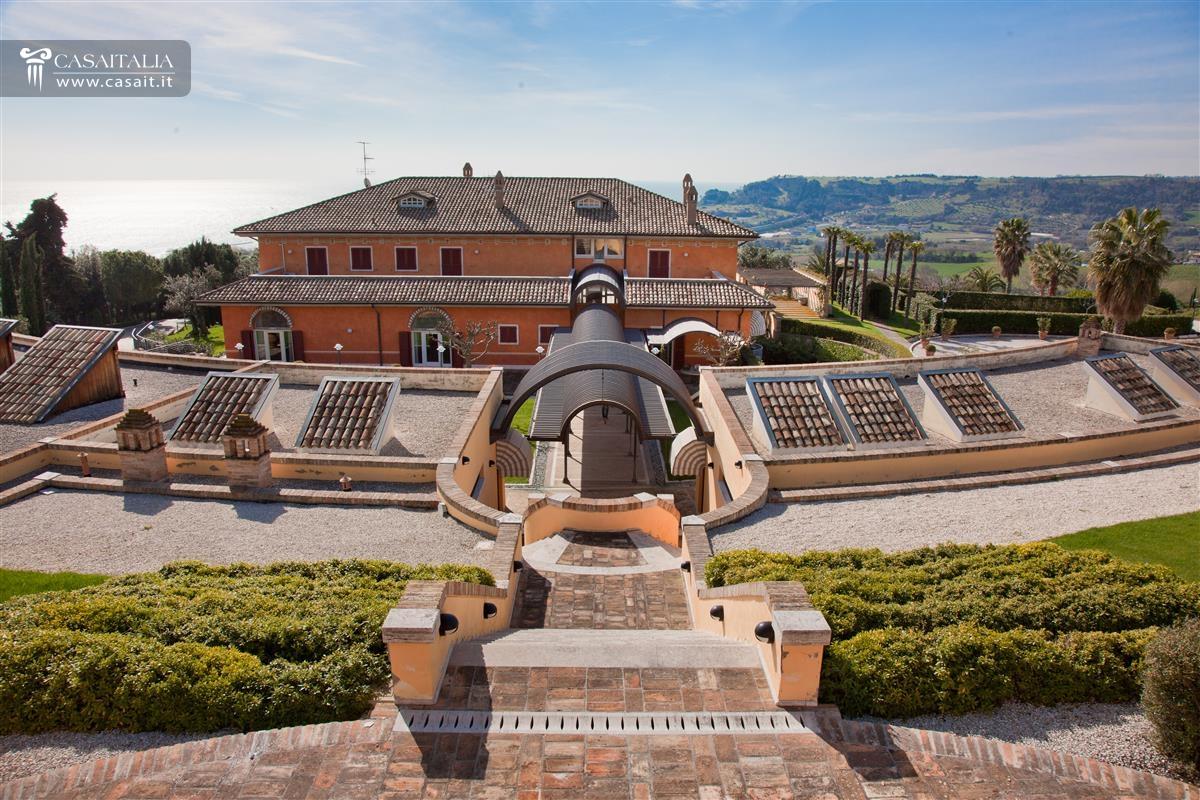Ville sul mare e sui laghi in vendita for Ville lusso italia