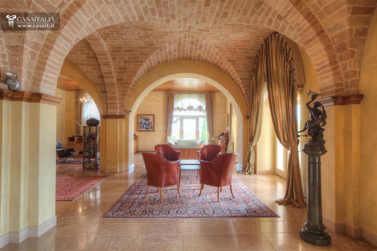 Villa di lusso sul mare in vendita nelle marche for Case in vendita a budoni da privati