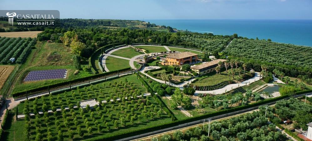 Villa di lusso sul mare in vendita nelle marche for Marche piscine