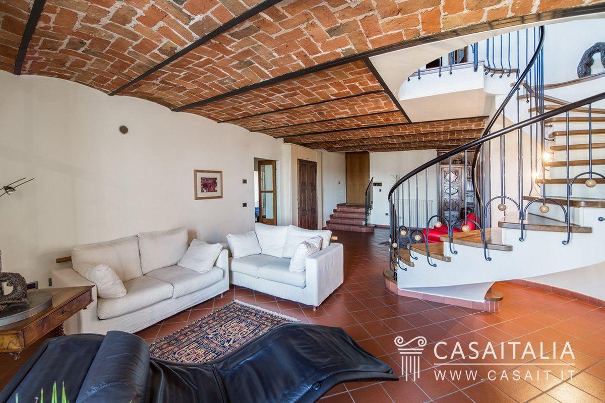 Appartamento con terrazzo panoramico ad acqui terme for Case con grandi cucine in vendita