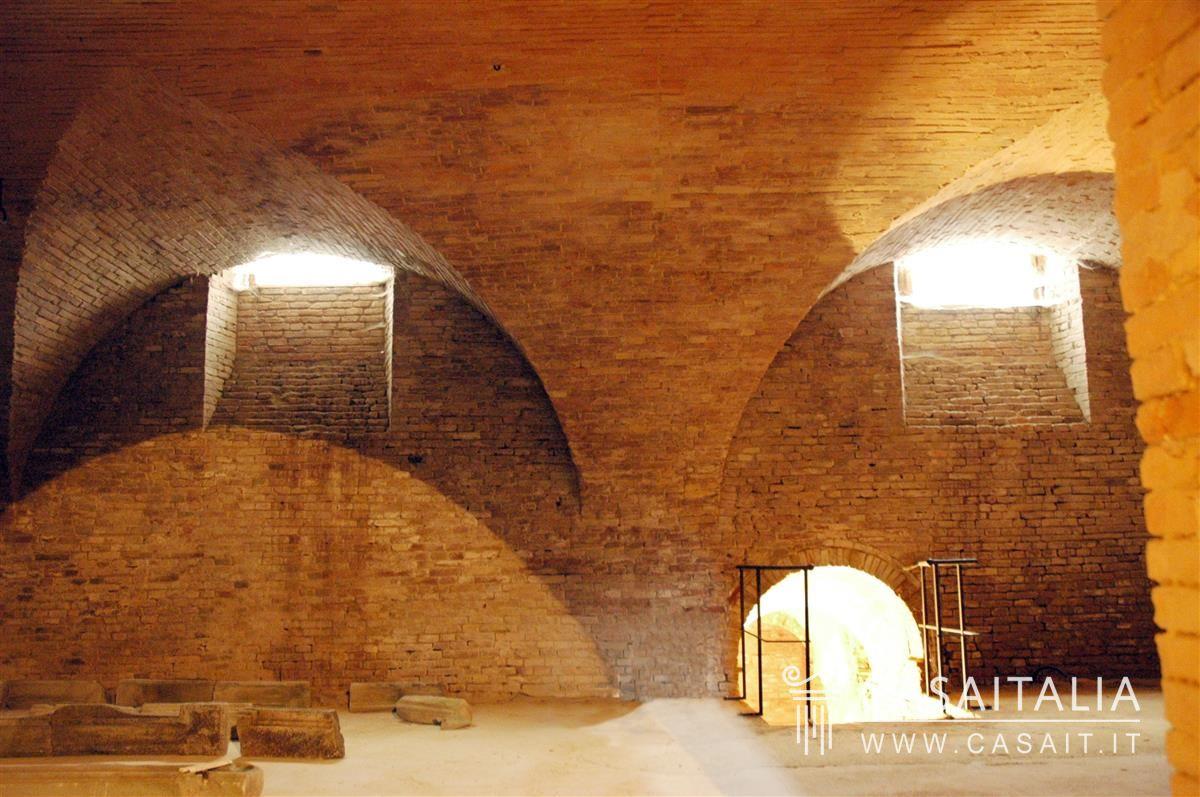 Soffitto A Volta Affrescato : Palazzo storico in vendita in piccolo borgo a 20 km dal mare