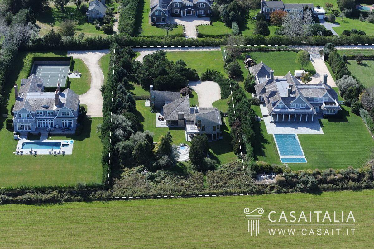 Villa moderna con parco e piscina in sagaponack south for Villa moderna con piscina