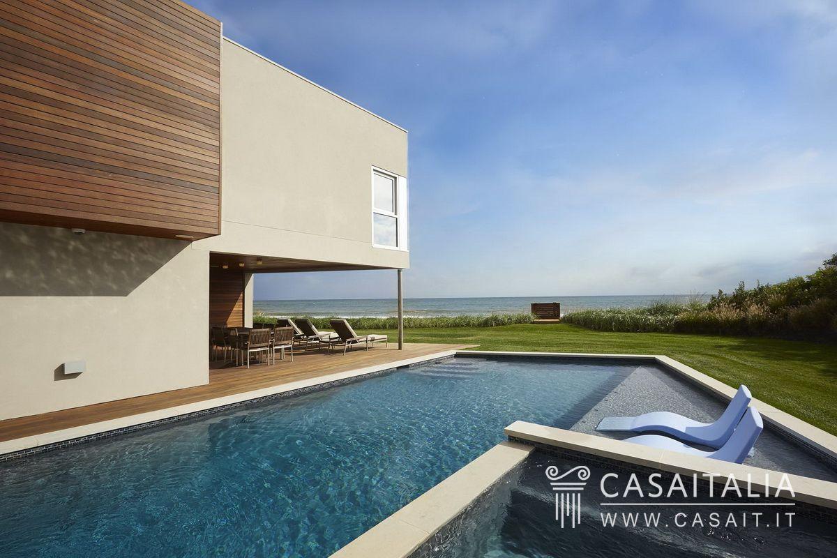 Villa sul mare a sagaponack for Appartamenti a new york manhattan in vendita