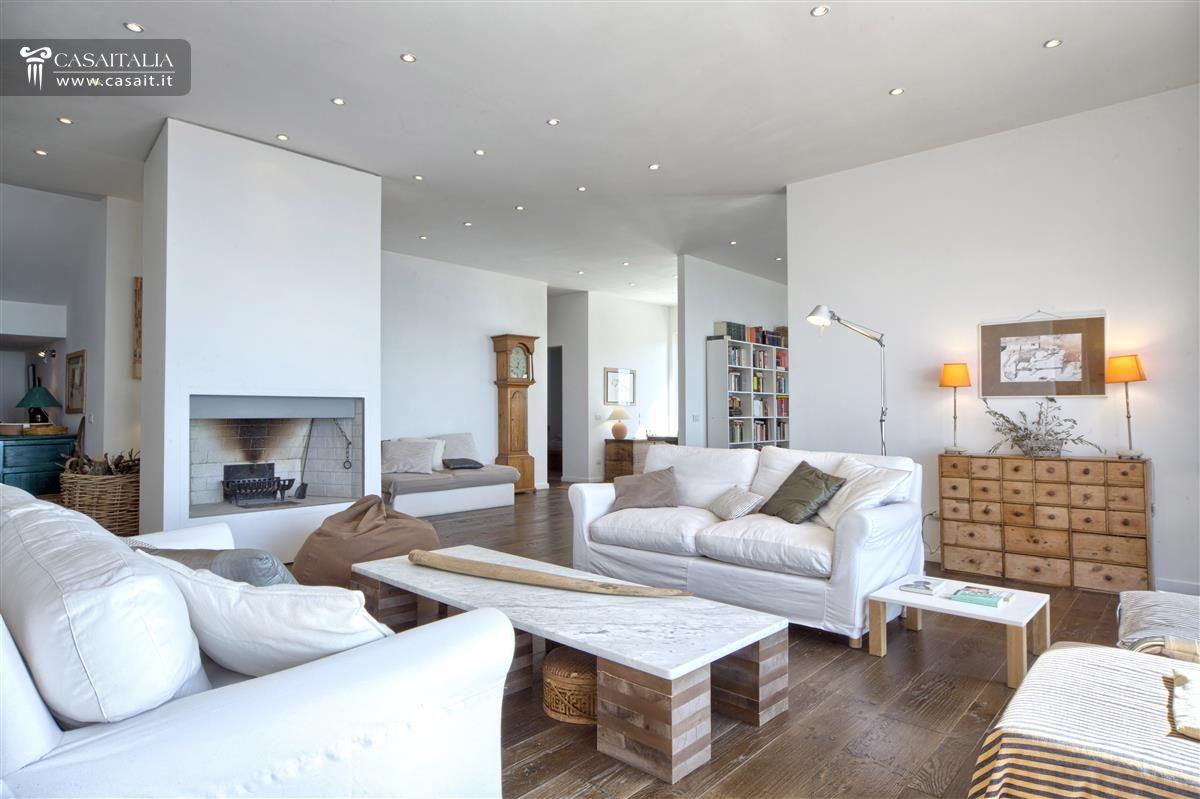 Salotto piccolo con camino idee per il design della casa for Salotto lago