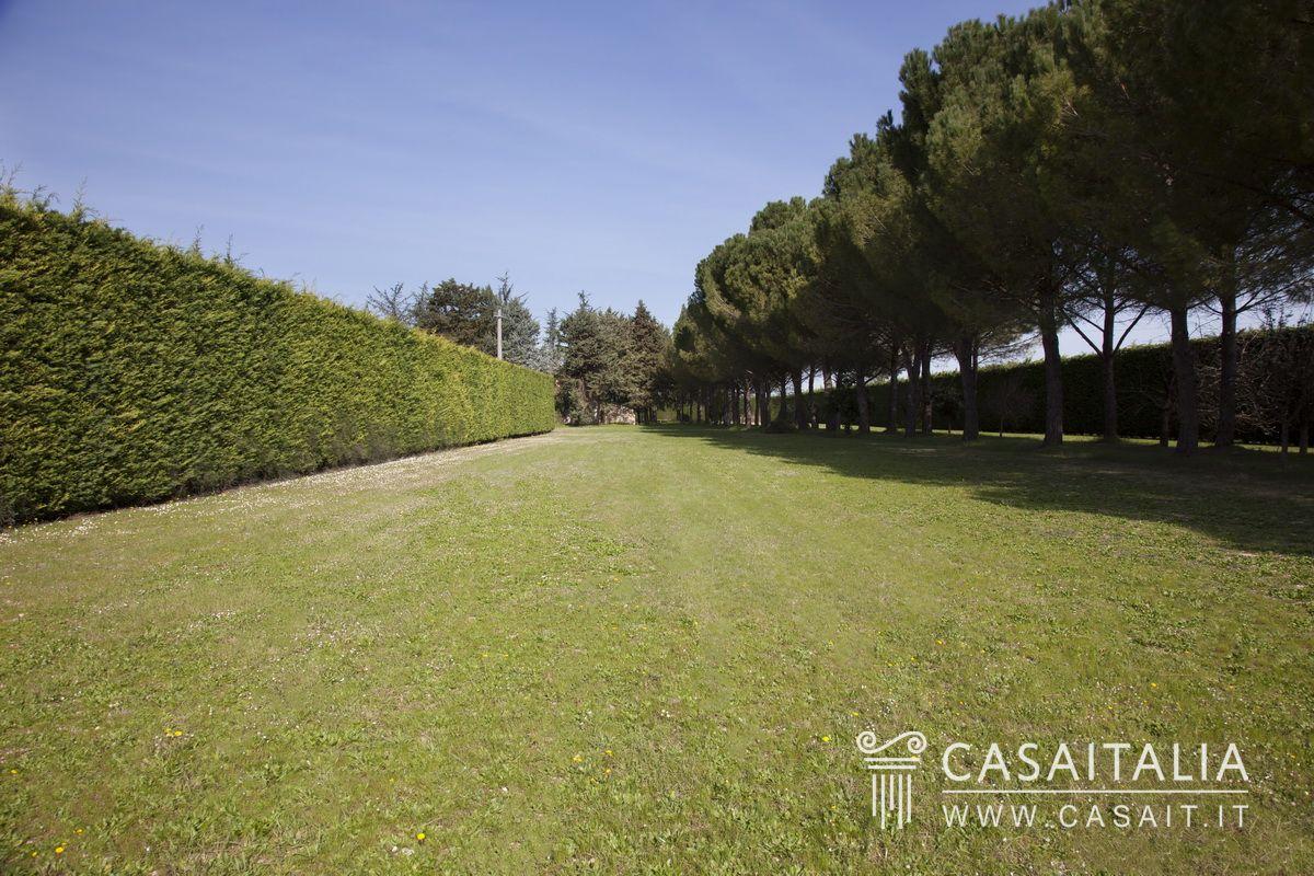 villa con 2 ettari di giardino in vendita a spoleto