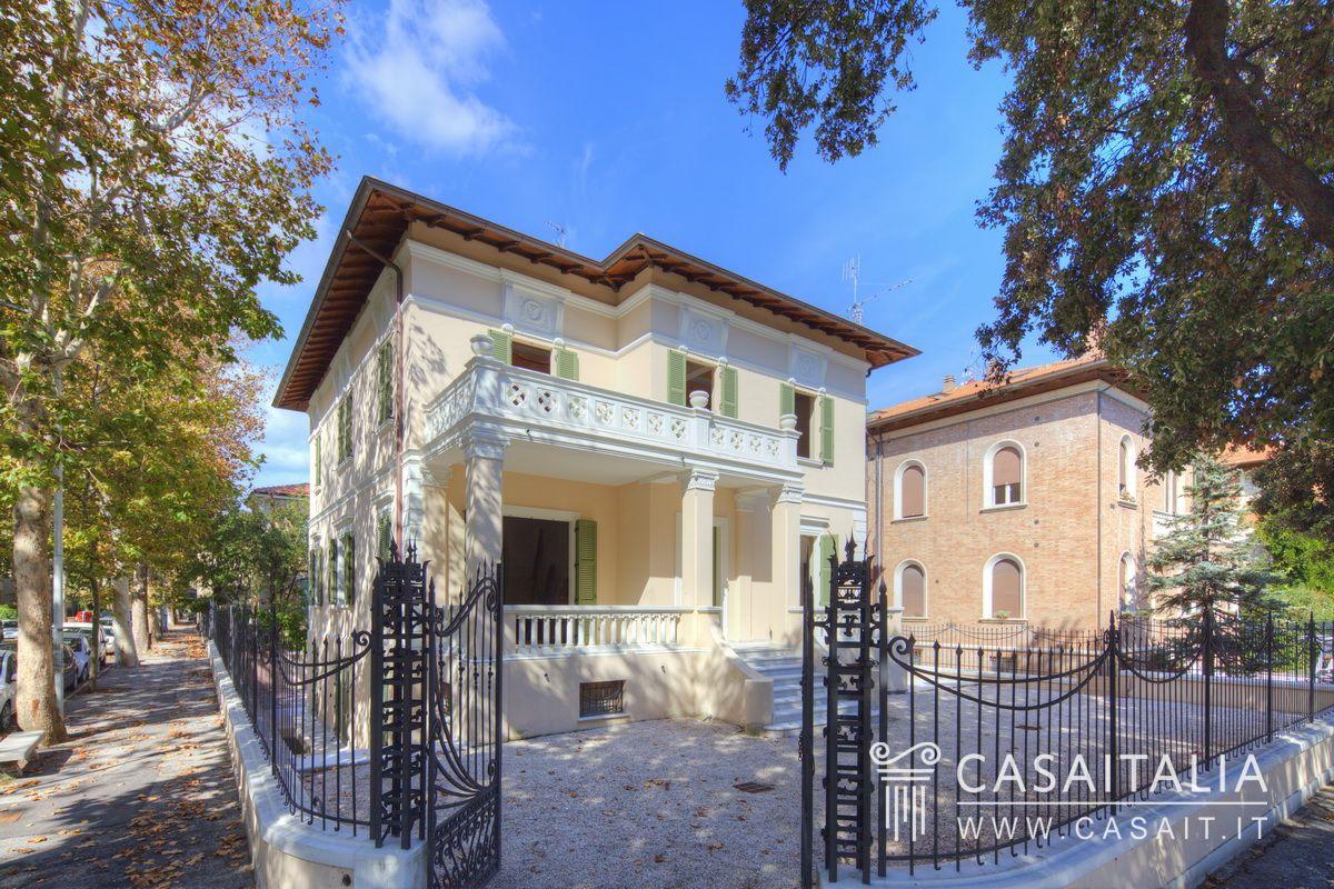 Villa vendita pesaro centro mare for Planimetrie di lusso