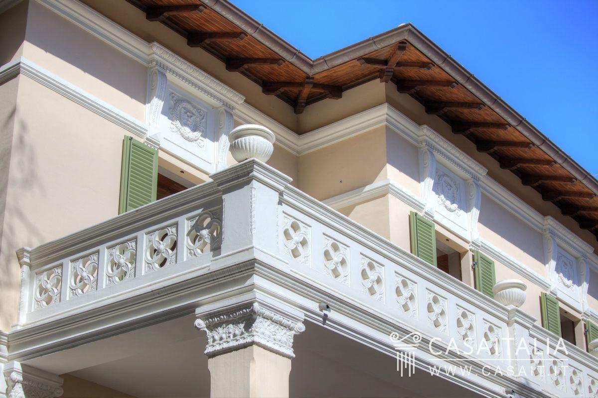 Villa vendita pesaro centro mare for Due garage di storia in vendita
