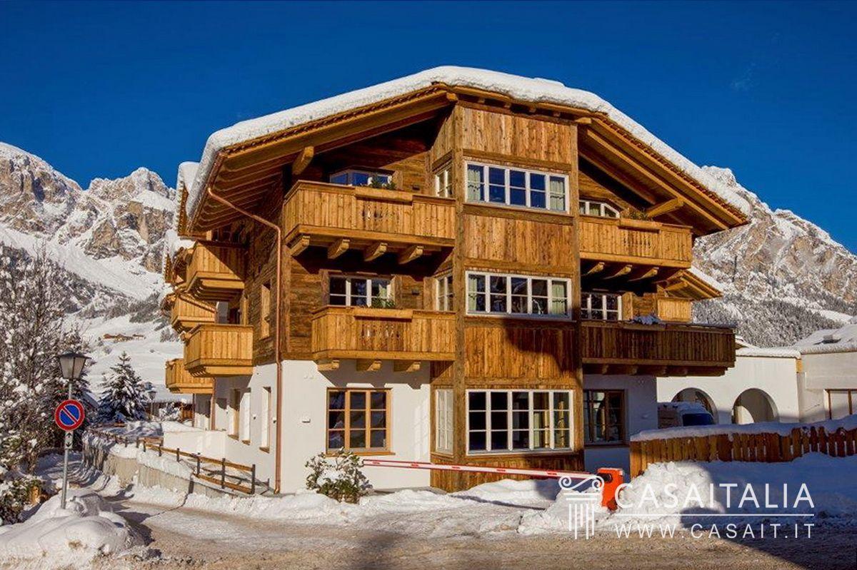 Appartamento con balconi in vendita nel centro di corvara for Planimetrie vista montagna