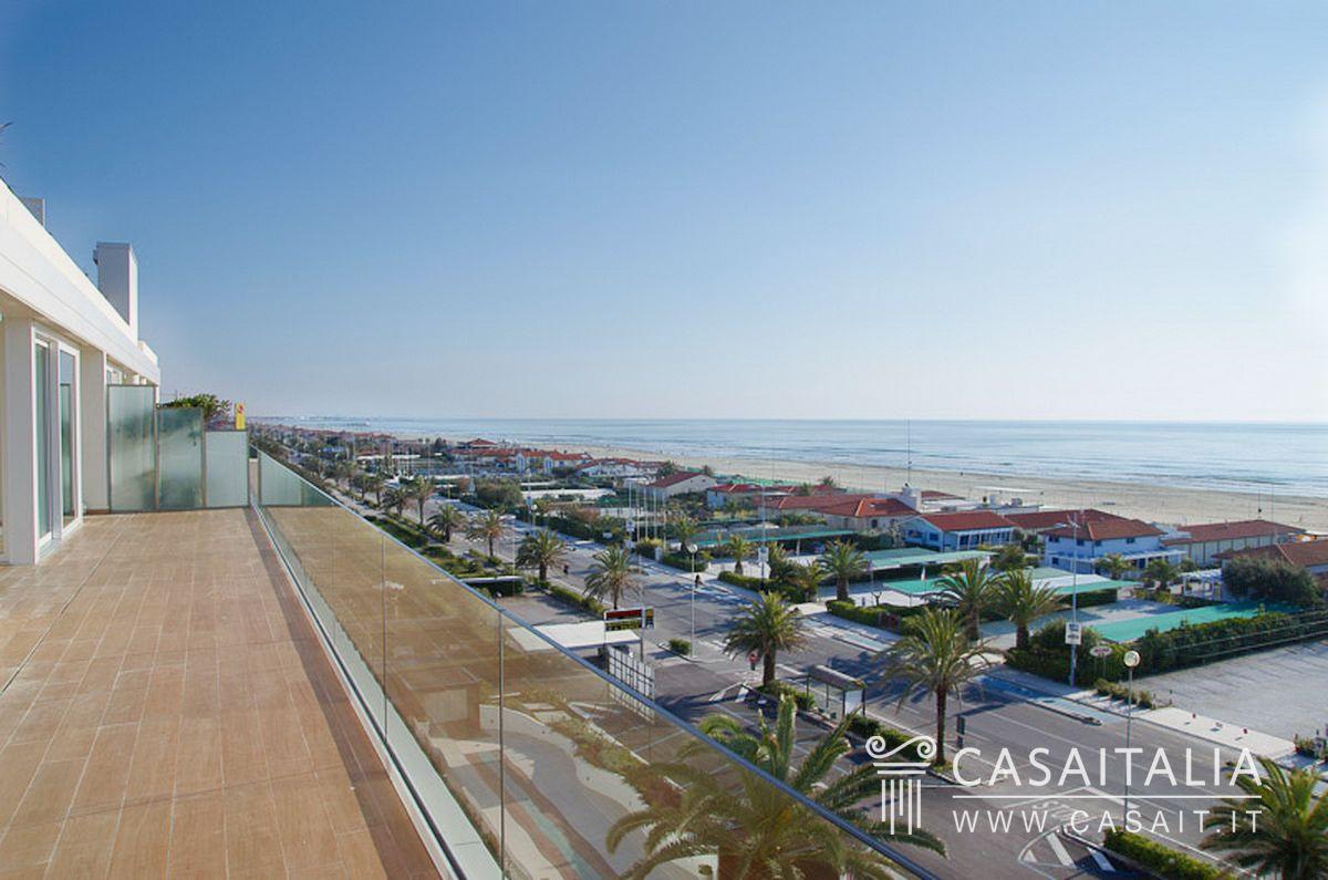 Vendita appartamenti fronte mare sul lido di camaiore for Appartamenti barcellona sul mare