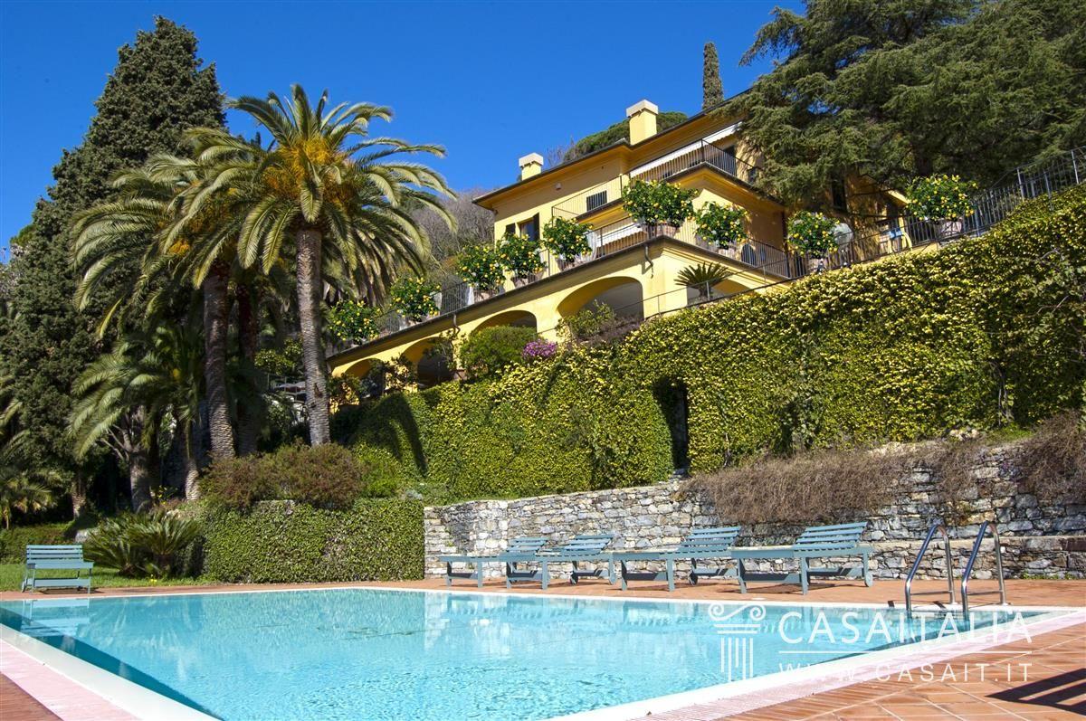 Villa di lusso con piscina in vendita a rapallo - Villa con piscina ...