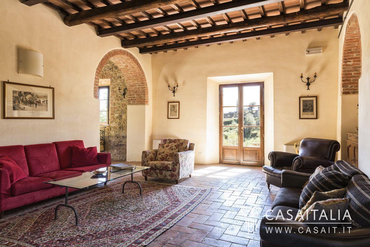 Casale con piscina in vendita in un piccolo borgo toscano - Casale in toscana ...