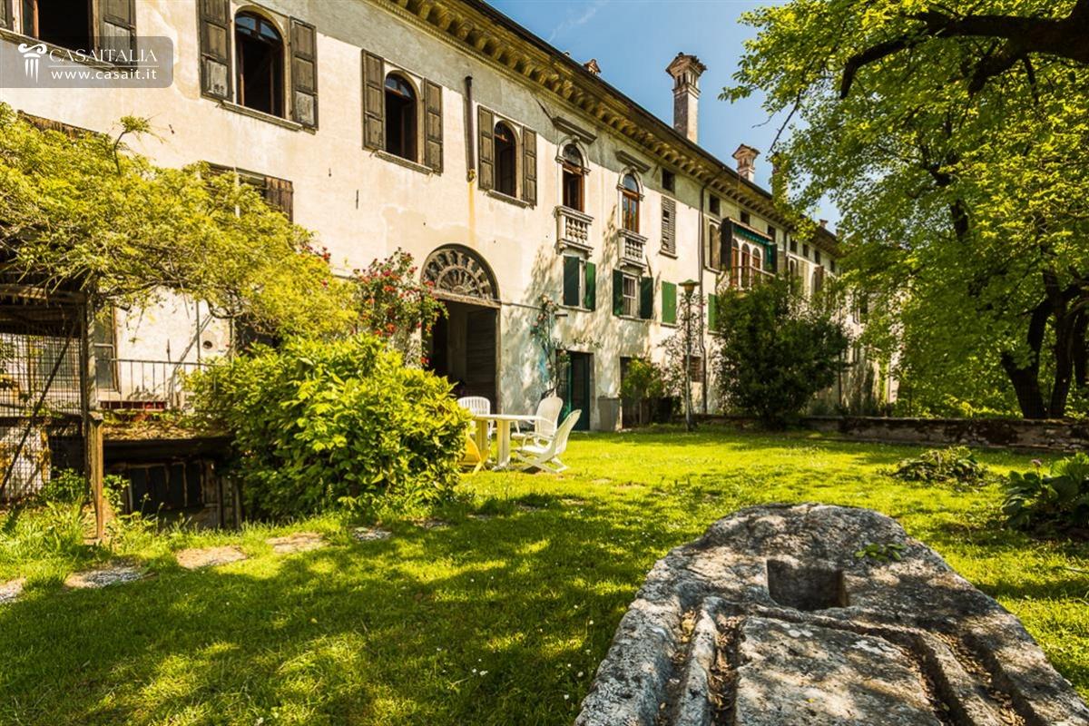 Veneto dolomiti vendita villa di pregio storico for Case di pregio in vendita a roma