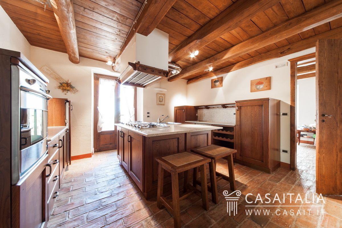 Cucine Piccole Rustiche : Cucine rustiche con isola centrale elegant cucine rustiche con