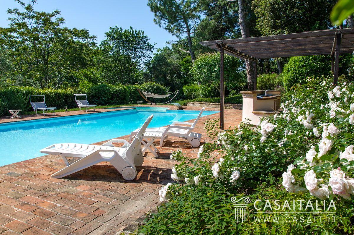Casale vista mare in vendita tra marotta e senigallia - Hotel con piscina senigallia ...