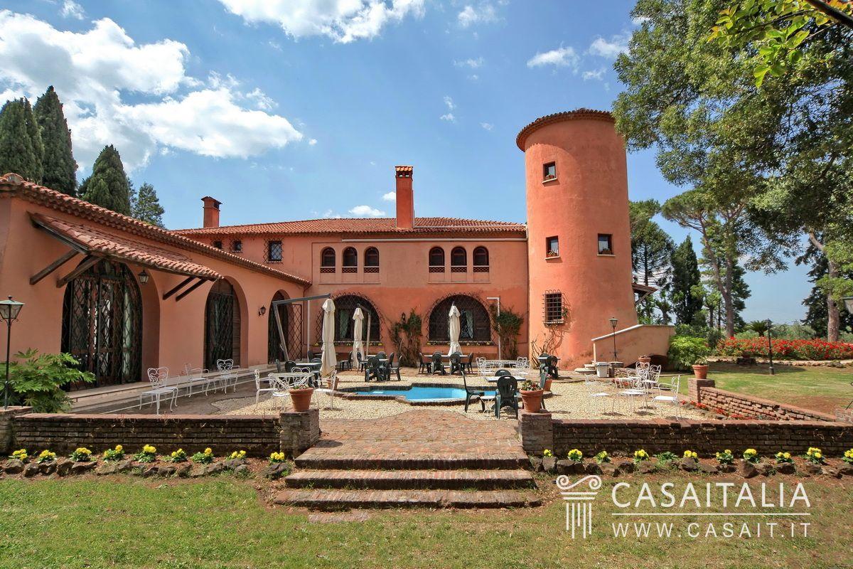 Villa d'Epoca in vendita a 20 min. da Roma, con vigneto e uliveto