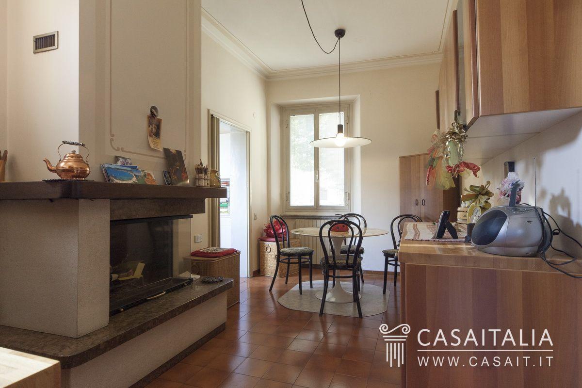 Appartamento in vendita nel centro storico di spoleto - Cucina sul terrazzo ...