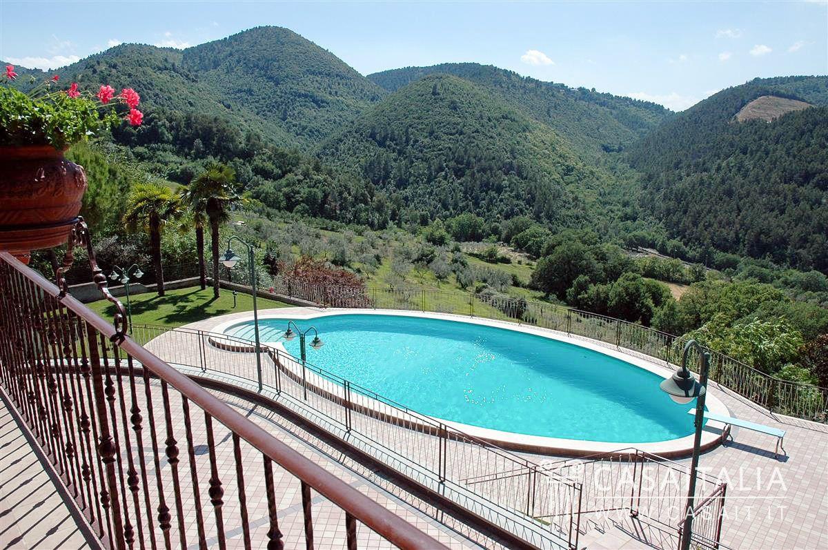 Villa con piscina a due passi da spoleto - Piscina a sale ...