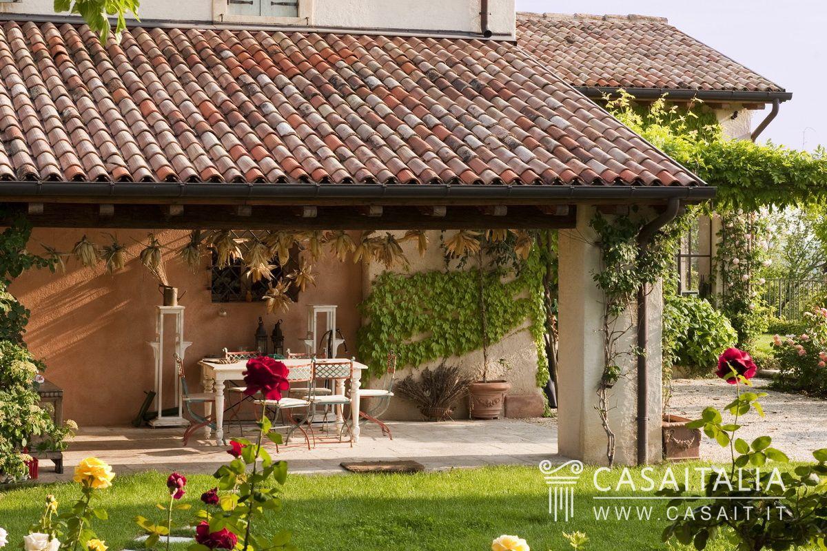 Villa di lusso con piscina e parco for Case di lusso a un piano