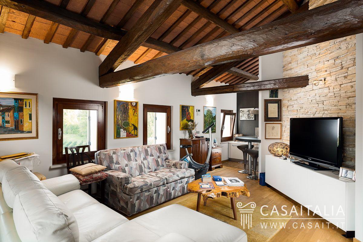 Villa di lusso con piscina e uliveto in vendita a conegliano for Piani di casa di lusso log