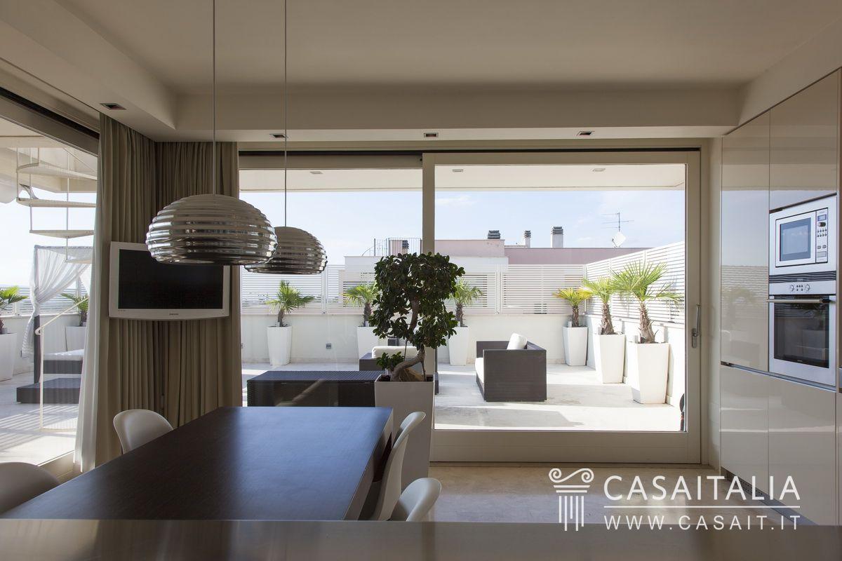 Attico con terrazzi panoramici a foligno - Cucina sul terrazzo ...