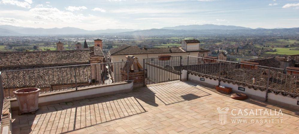 Attico con terrazzo in vendita a spello for Terrazzo o terrazza