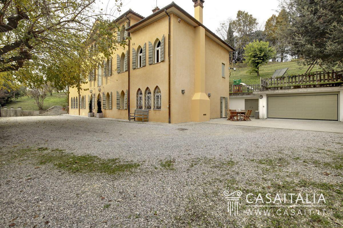 Villa di lusso con parco in vendita a conegliano for Planimetrie in vendita