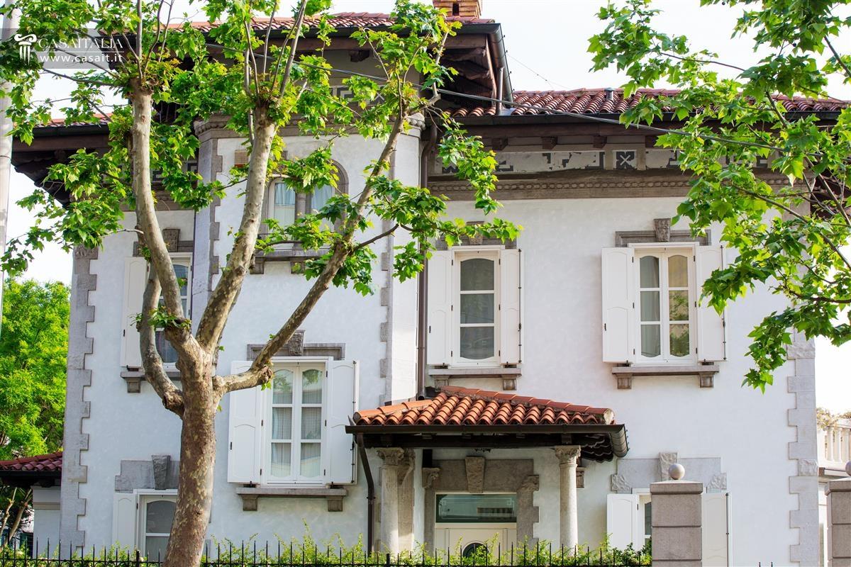 Villa con giardino in vendita a trieste for Lusso home